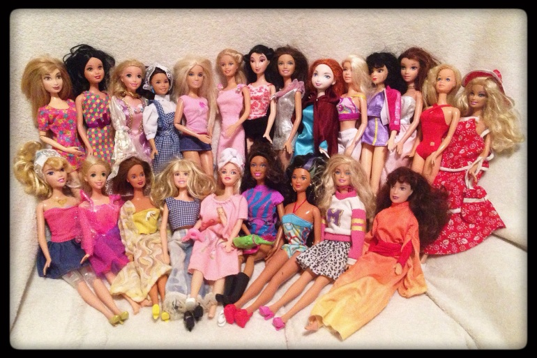 A group picture of 23 dolls